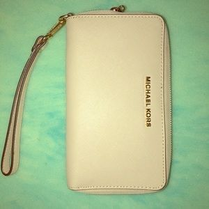 Michael Kors tan wallet